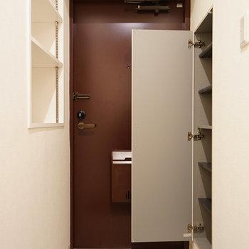 玄関も収納豊富! ※写真は別部屋です