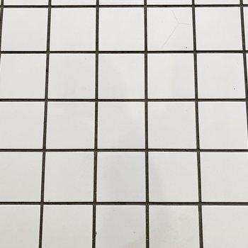 床はタイル。