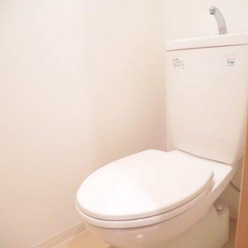 トイレはウォシュレットつけられますよ※写真は別室、間取り反転です