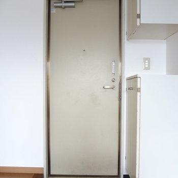 玄関はちょうどいい広さ。