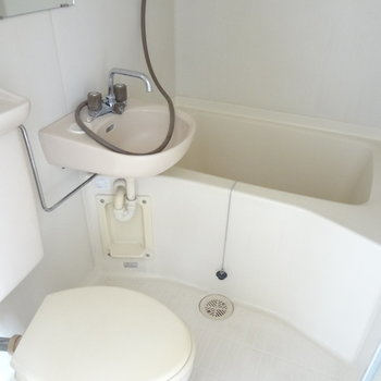 トイレ・洗面台・お風呂は全部一緒に。掃除はしやすいですね。