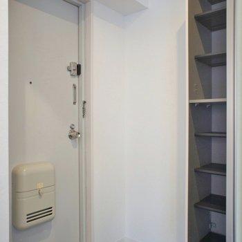 玄関にはシューズボックスあります。※写真は前回掲載時のものです。
