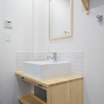 洗面台は大工さんのお手製♪