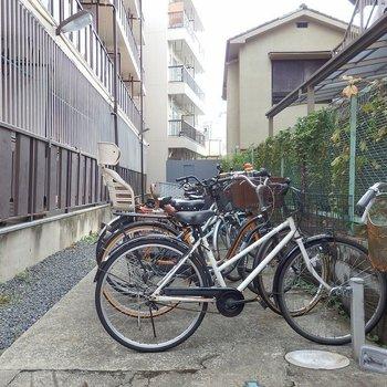 駐輪場は屋根なしです。