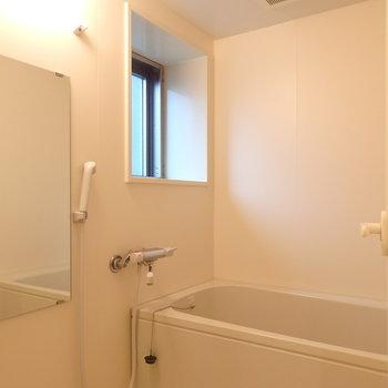 お風呂も問題ない広さ◯(※写真は11階の反転間取り別部屋のものです)