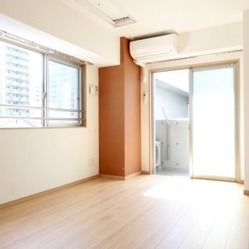 2面採光でお部屋も明るいのです!(※写真は清掃前のものです)