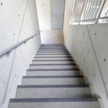 3階までは階段なのです。