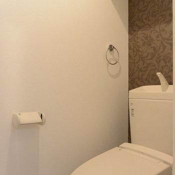 トイレ個室です(※写真は別部屋)