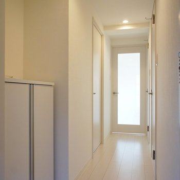 玄関、白くて清潔感