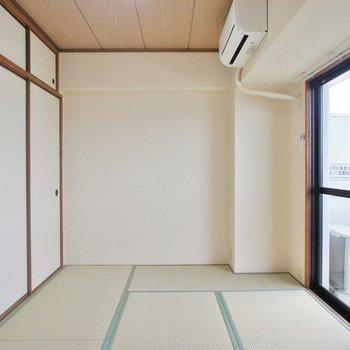 明るい和室は和みます。
