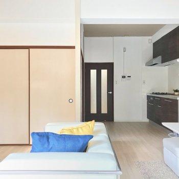 リビングの一角には襖で囲まれた空間が。(※写真の家具・小物は見本です)