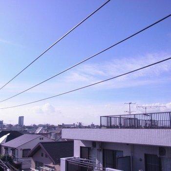 バルコニーからの眺望は結構抜けています。