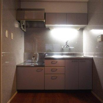 キッチンは収納スペース豊富です。