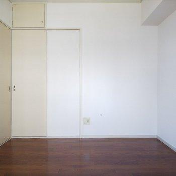 扉の色にレトロ感があり、落ち着きます。