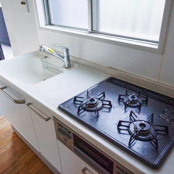 キッチン横も窓が嬉しい!※前回募集時の写真になります