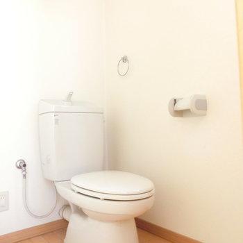 トイレはこじんまりと。※写真は前回募集時のものです