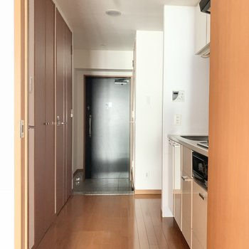 廊下を見に行きましょう!※写真は3階の同間取り別部屋のものです