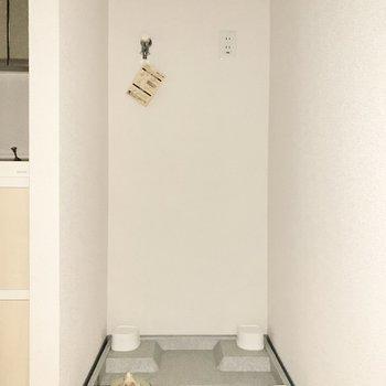 洗濯機置き場はそのお隣に。※写真は3階の同間取り別部屋のものです