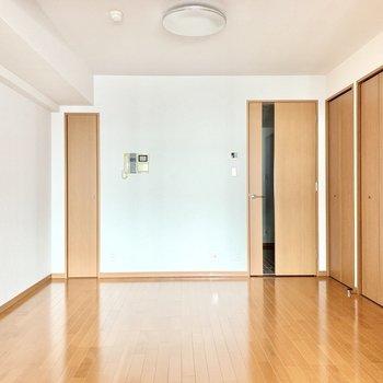 【LD】正方形に近い形でレイアウトしやすそう。※写真は3階の同間取り別部屋のものです
