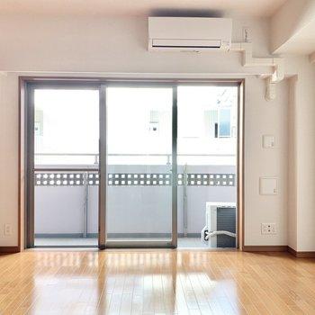 【BR】窓が大きくて開放的。※写真は3階の同間取り別部屋のものです