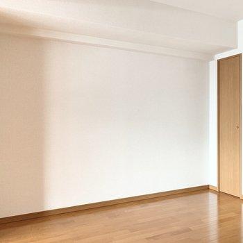 【LD】この壁側にテレビを置こうかな。※写真は3階の同間取り別部屋のものです