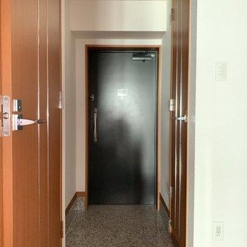 段差の低い玄関。※写真は3階の同間取り別部屋のものです