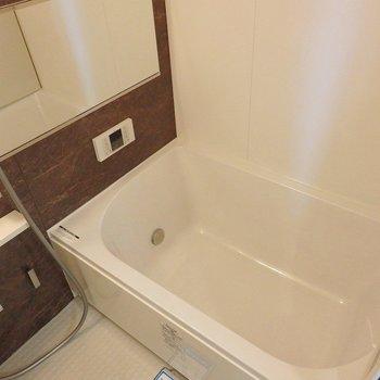 お風呂は追炊き・浴室乾燥機付き。