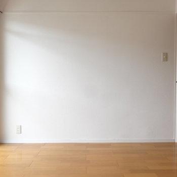 洋室、とっても明るいんです。