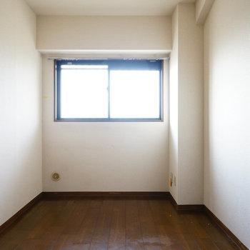 5.4帖の寝室はこちら。※写真は工事前です