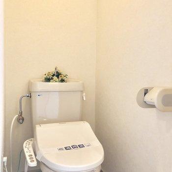 トイレはウォシュレット付き!(※インテリアは見本です。)