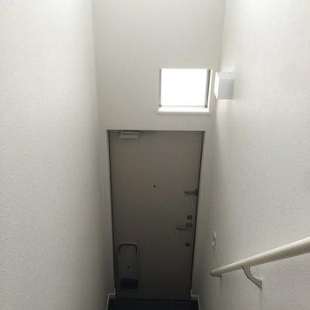 こちらの階段をあがるとお部屋だなんて、わくわくしちゃう