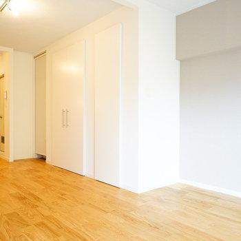 これだけ広いと家具の配置も自由が効きます♪※写真は別部屋反転間取り