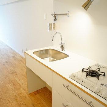 キッチンはゆったり2口ガスです♪※写真は別部屋反転間取り