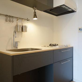 グレーのキッチン、かっこいい!