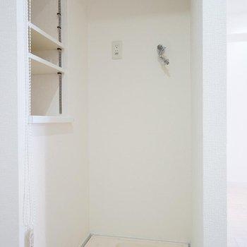 洗面台の前に洗濯機を。※写真は反転タイプの別部屋