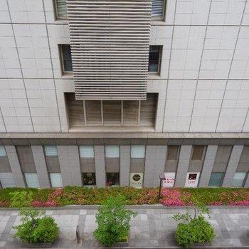 眺望は期待できません。※写真は反転タイプ7階からの眺望