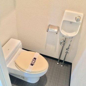 トイレには専用の手洗い場が!