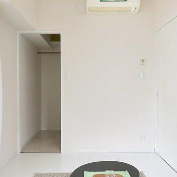 洋室もエアコン付き◎(※写真は2階の同間取り別部屋、モデルルームのものです)