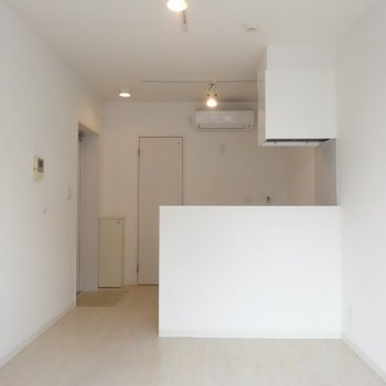美しいホワイトカラー※写真は別部屋です、間取り図をご確認下さい。