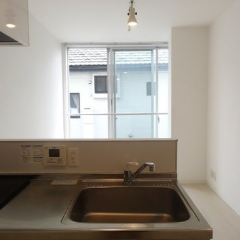 キッチンからの眺めはこんな感じ※写真は別部屋です、間取り図をご確認下さい。