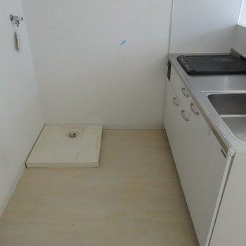 後ろのスペースはこんな感じ※写真は別部屋です、間取り図をご確認下さい。