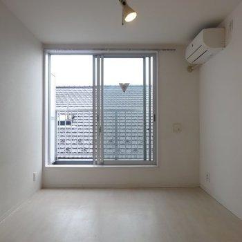 2階の洋室も白!※写真は別部屋です、間取り図をご確認下さい。※写真は別部屋です、間取り図をご確認下さい。