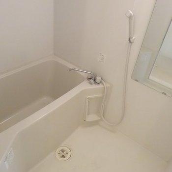お風呂はシンプルに※写真は別部屋です、間取り図をご確認下さい。