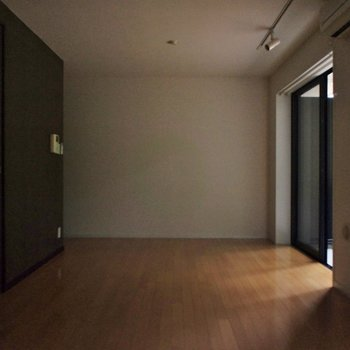 電気がつかず暗いですがシックな表情で良いかも※写真は別部屋です