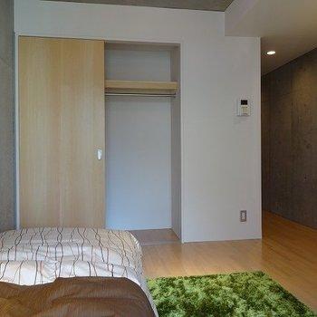 クローゼットはこちらに。※写真は2階の同じ間取り別部屋です