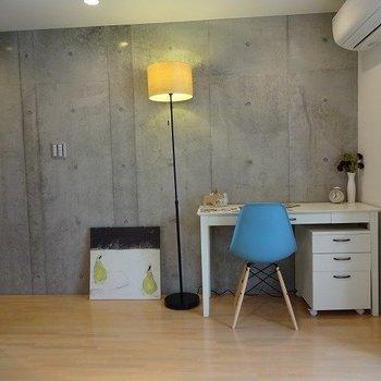 こんな感じでデスクを置きたい。※写真は2階の同じ間取り別部屋です