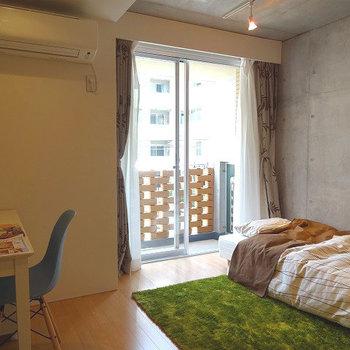 お部屋は6.9帖。※写真は2階の同じ間取り別部屋です