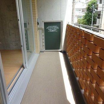 ベランダはこんな感じ。※写真は2階の同じ間取り別部屋です