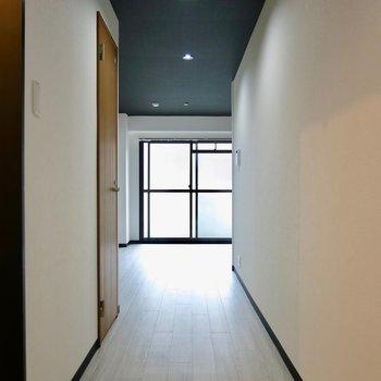 ちょっと眺めの廊下を行きます