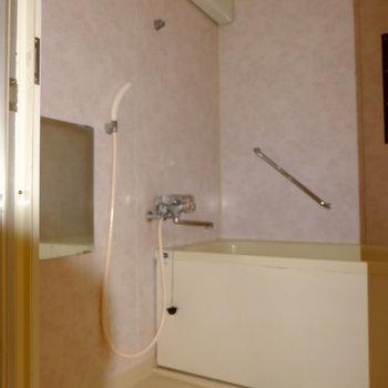 お風呂はちょっとレトロな雰囲気*フラッシュ撮影です
